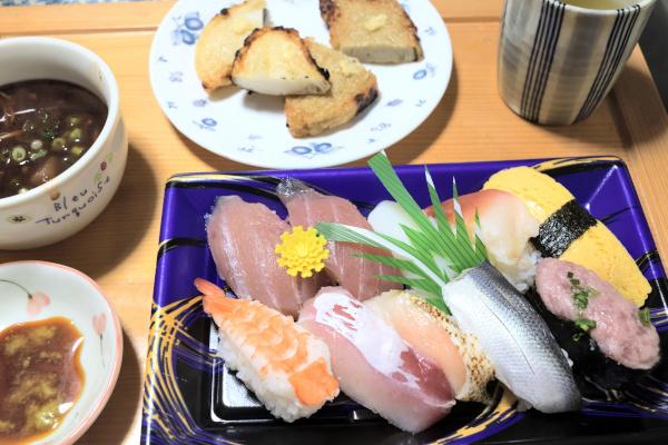 40%offのお寿司と練り物をゲット
