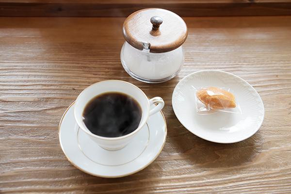 雪を見つめてコーヒーをいただきます