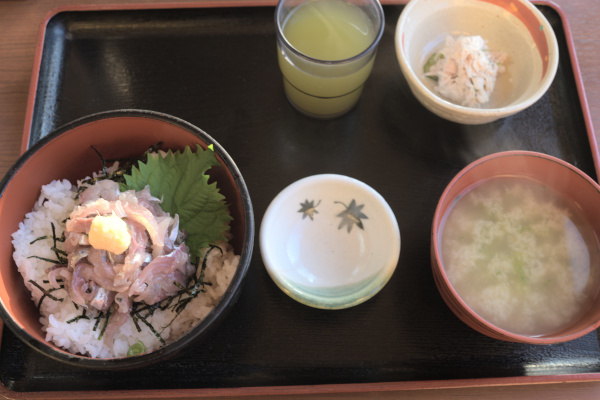 アジのタタキ丼