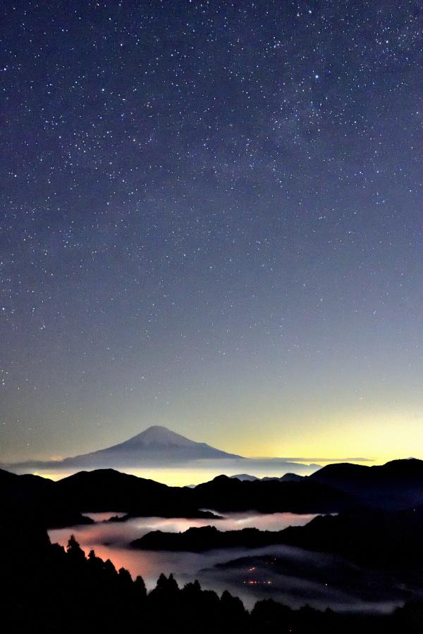 雲海と天の川と富士山