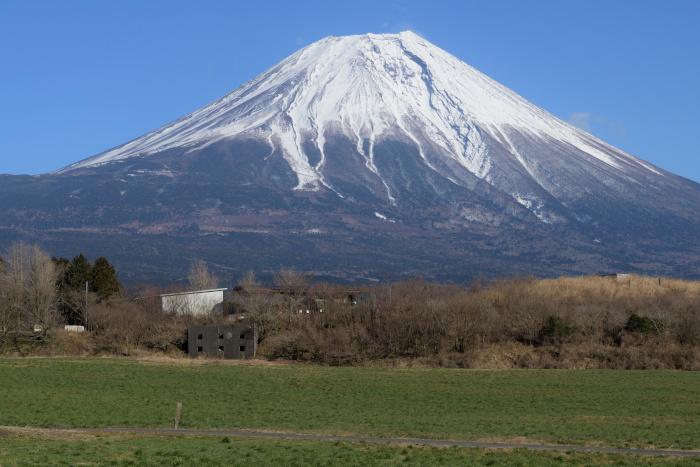 甲府からの帰路、朝霧高原で富士山を撮る