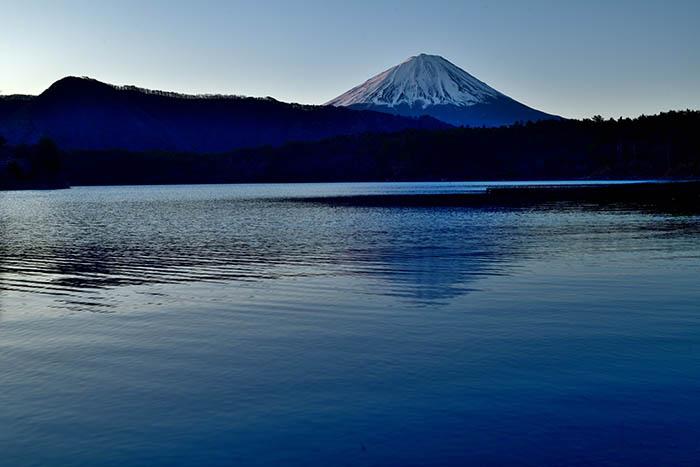 西湖で紅富士を狙う