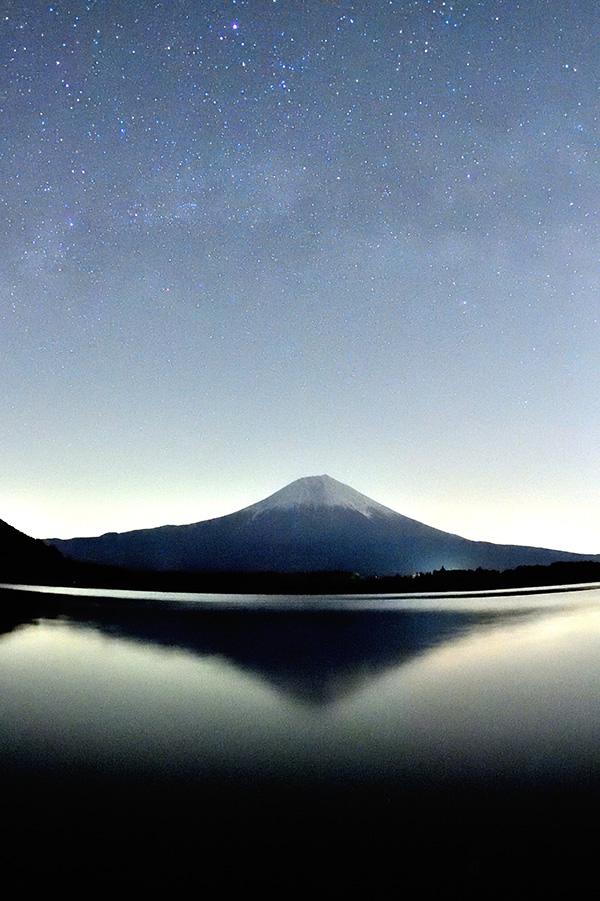 富士山を山頂の天の川