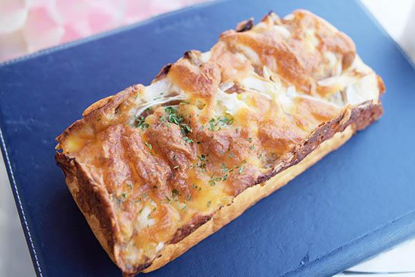 玉ねぎグラタンパン