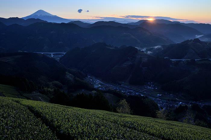 渓谷の日の出