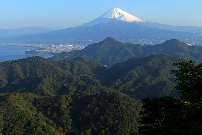 葛城山ロープウェイ駅からの富士山