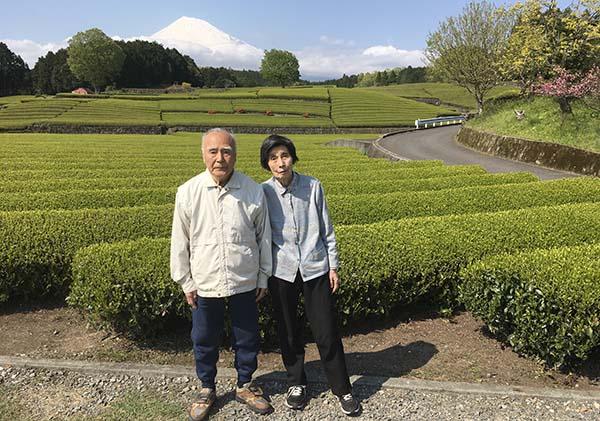 県庁知事室にある風景写真の場所で記念撮影