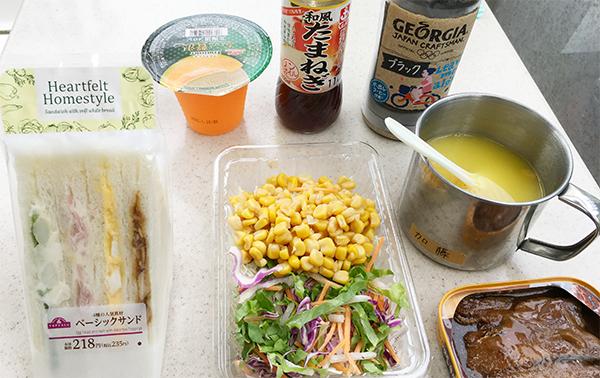 デザート、ドレッシング、コーヒー、スープ、サンマかば焼きは持参でミニストップモーニング