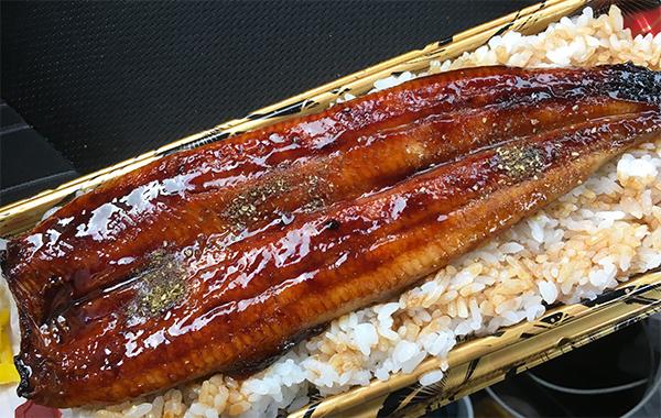 うなぎ一本丼2000円なり。