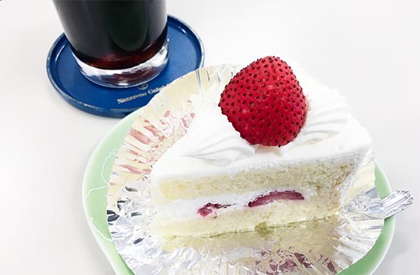 スタッフの方が1人誕生日で、おやつにケーキがでました。