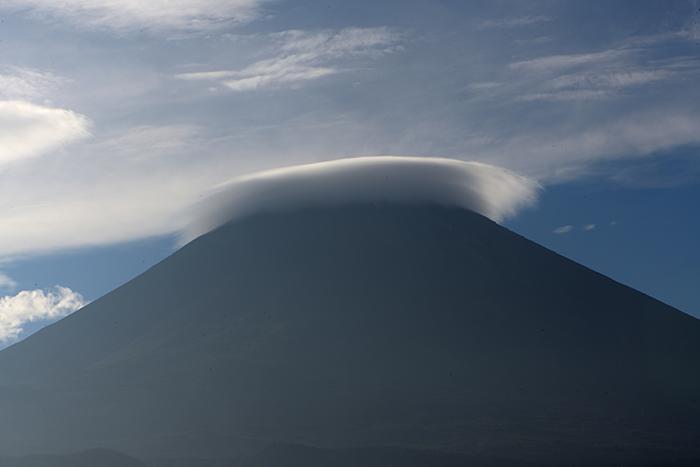 富士ケ嶺で傘雲を撮る