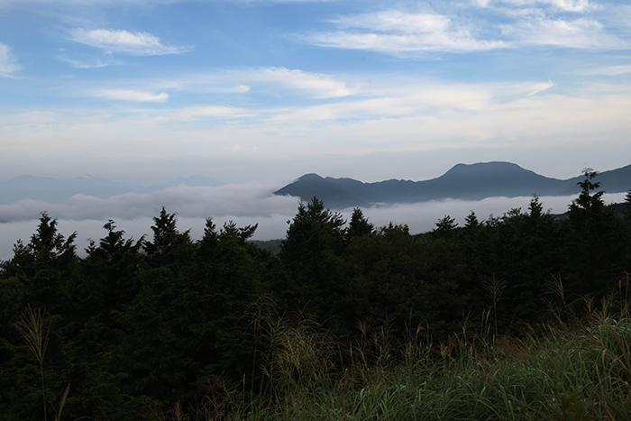 青木ヶ原樹海から見下ろす本栖湖の雲海