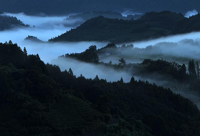 雲海と渓谷