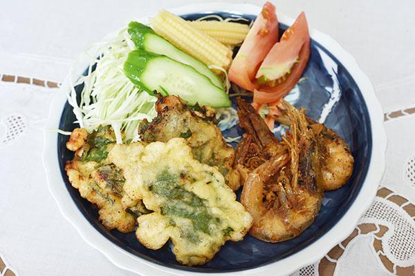 天ぷらとサラダ