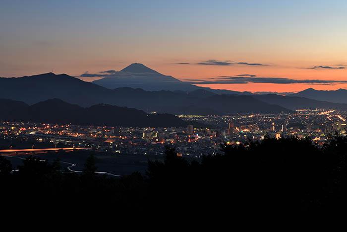 眠りに沈む静岡市街
