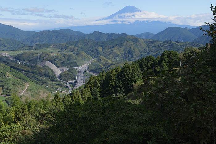 富士山と第二東名新清水ジャンクションがみえます
