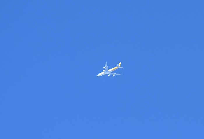 旅客機も通ります