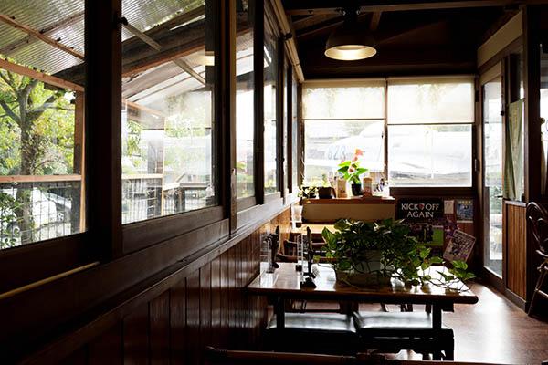 内装は昔ながらの喫茶店