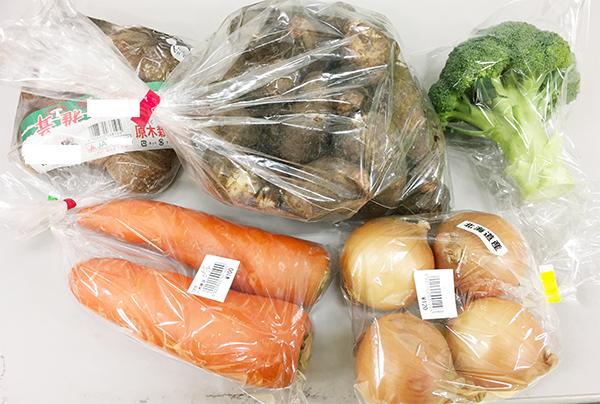 道の駅で地元の野菜を買う