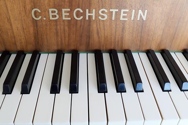新しいピアノを新調されていました