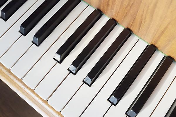 新調のピアノ
