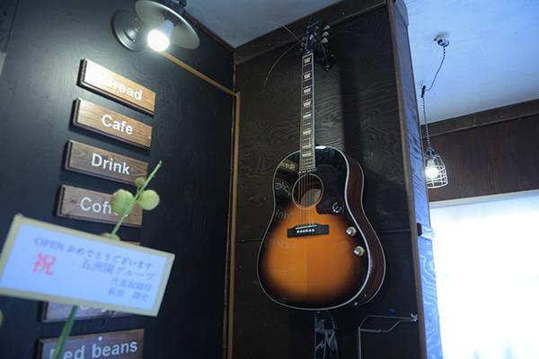 店主の高級ギター(ギブソン)