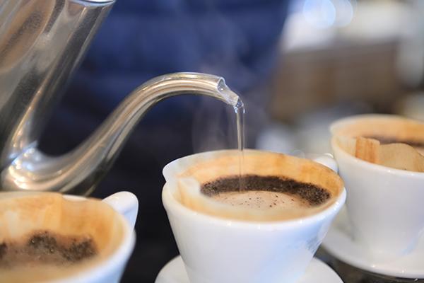 コロナ禍にあってもコーヒー豆が売れているので、そちらを延ばすことを提案しました。