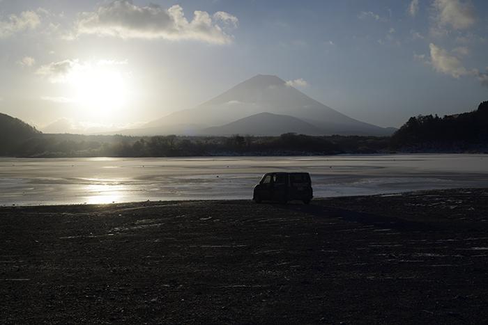 精進湖と愛車