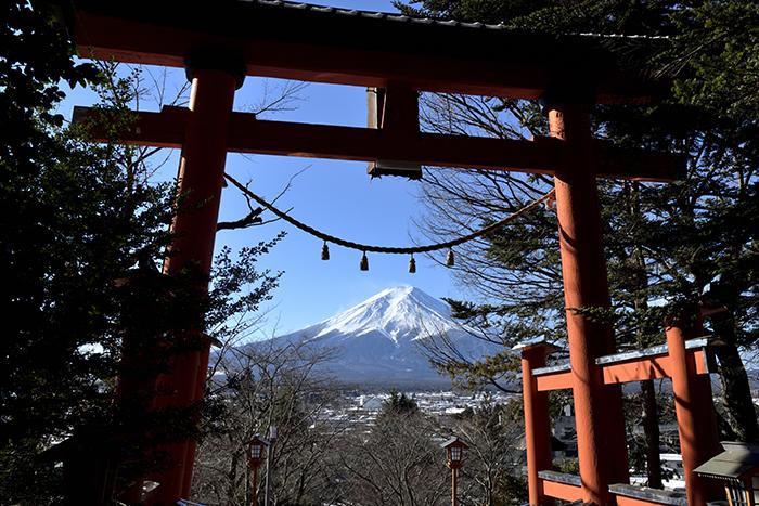 鳥居越しの富士山