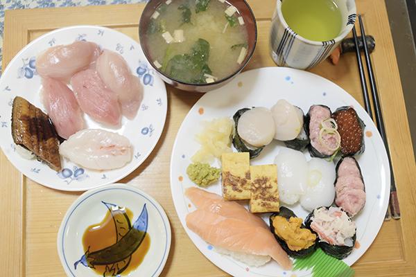 帰りに日本平にドライブして、くら寿司のテークアウトを持ち帰りランチとしました