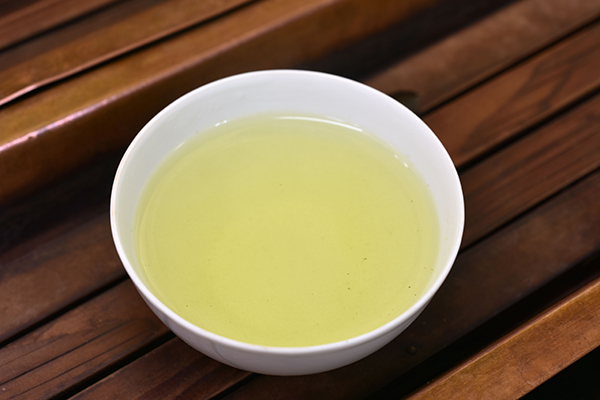 静岡県も鹿児島県に負けずにお茶出荷量全国1位を維持したようです