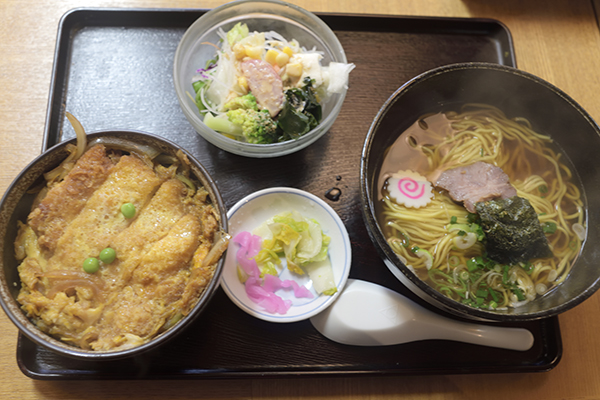 かつ丼ランチ910円