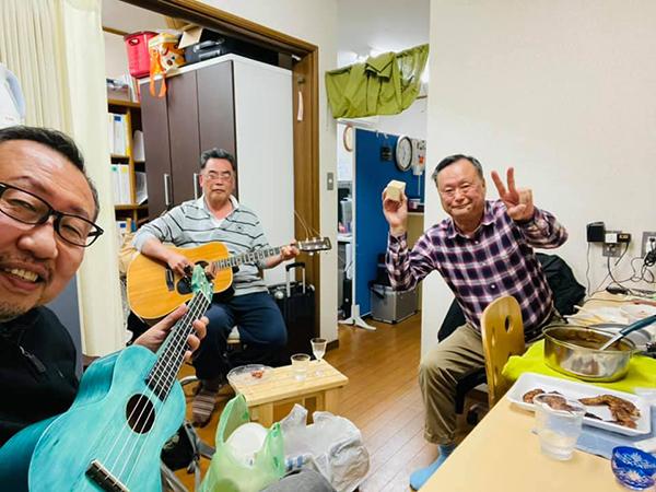 ウクレレ、ギター、打楽器で急増ユニットtamariba