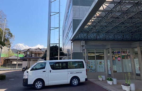 駐車場から富士山の見える商工会