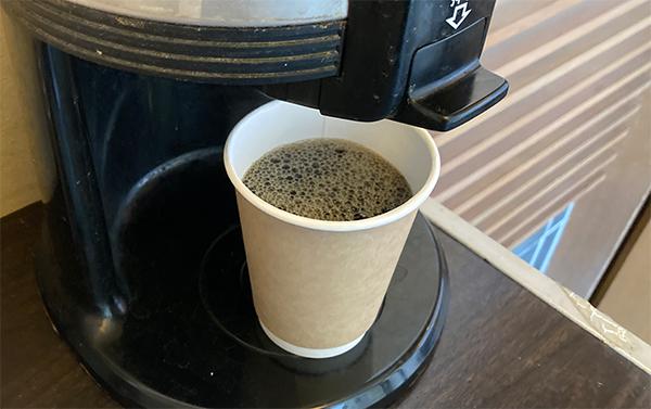 精算をすませてセルフのコーヒーをいただく