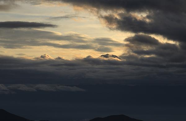 日の出後に、山頂だけ撮影できました
