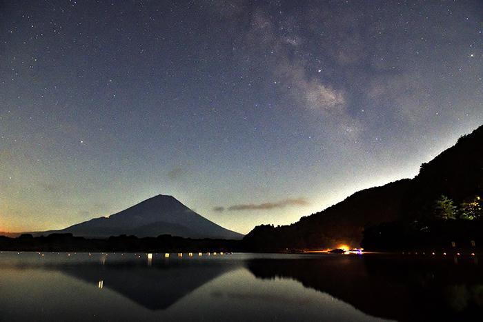 天の川が立ち上がる夜