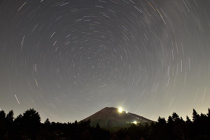 北極星と富士山
