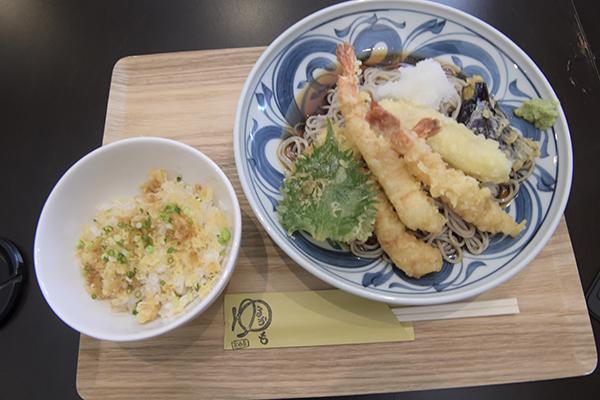 蕎麦ランチ+たぬき丼?