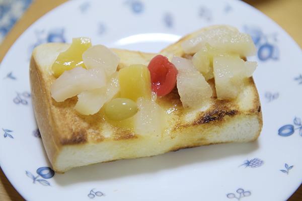 フルーツミックストースト