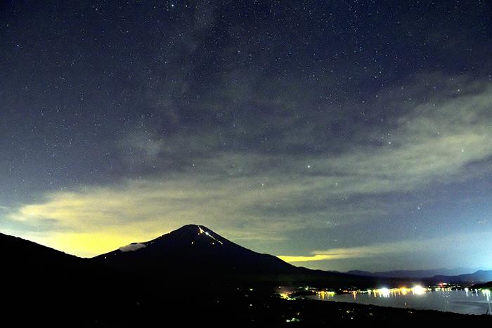 富士山頂に天の川出現