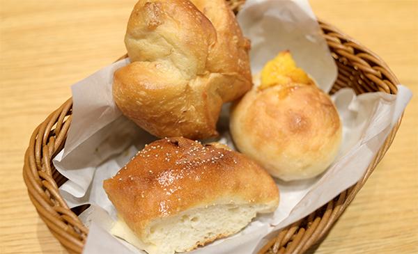胡桃パン、カスタードパンなど