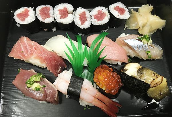 お寿司をいただきながらランチミーティング