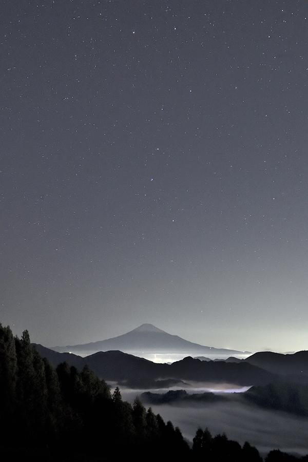 北斗七星立ち上がる空