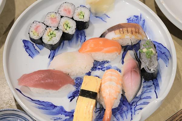 寿司勝のランチ握り