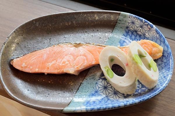 鳥取県産グランサーモンと豆腐竹輪