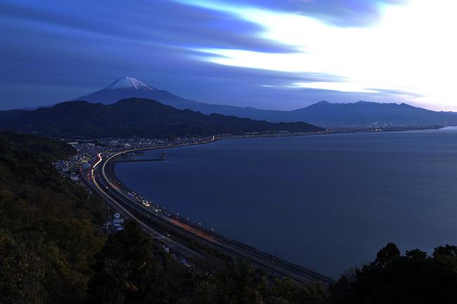 駿河湾とビームライト