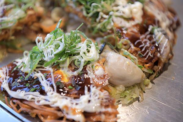 たむ食堂の牡蠣お好み焼き(唐麵)