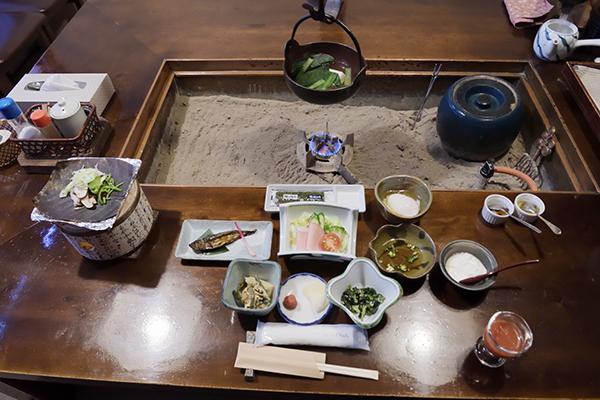 湯豆腐、いわなの甘露につきモーニング
