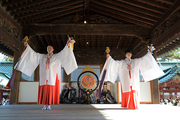 静岡浅間神社の巫女、早神楽
